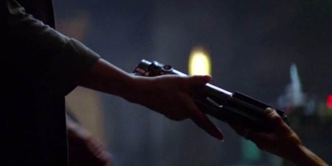 star-wars-episode-vii-teaser-trailer-lightsaber.png